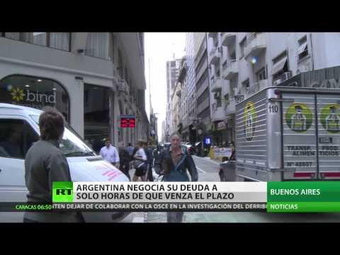 Argentina negocia su deuda horas antes de que venza el plazo