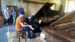 Spontaneous Piano Medley at Deutsches Museum