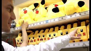 What's Inside The DELUXE Pokemon Center?