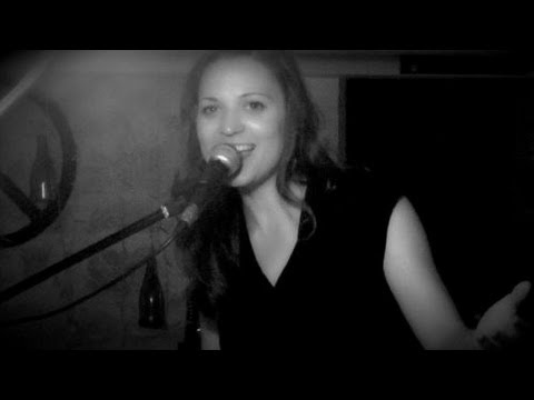 "Amber Rubarth - Live in France (feat. Paul Lassey) - Tom Waits cover - ""Picture in a frame"""