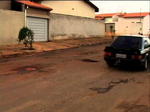 Motoristas estão correndo risco na Rua Claudimar Delaposta por conta dos buracos