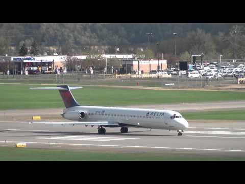 Delta Airlines MD-88 Takeoff Runway 30L | N999DN | Minneapolis International