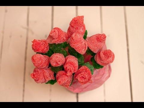 Rosas de chucher as o rosas de gominolas youtube for Envolver brochetas de chuches