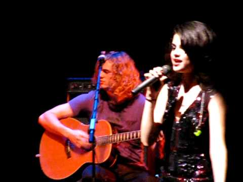 Selena Gomez & The Scene @ The Palace Of Fine Arts in San Francisco, CA on 12.20.09. Extra cool points for Selena for covering a Backstreet Boys song. Cuteness starts @1:48 : ) PLEASE DO NOT STEAL.