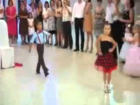 اشد رقص اطفال بجدعلى اغنية هاتى بوسه يابت .. thumbnail
