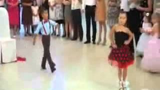 اشد رقص اطفال بجدعلى اغنية هاتى بوسه يابت ..