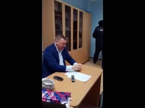 Юрист Антон Долгих рассказывает полиции об обстоятельствах нападения Михаила Ичитовкина