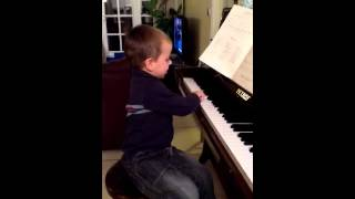 Mathis chante l'alphabet