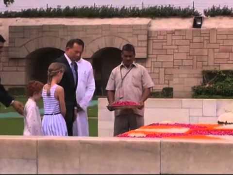 Australian PM Abbott visits Gandhi memorial in New Delhi