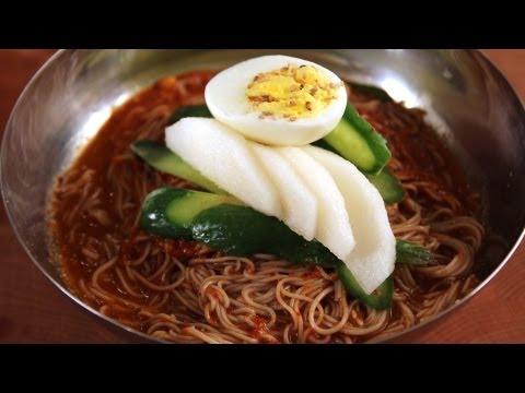 Cold buckwheat noodles (naeng myun)