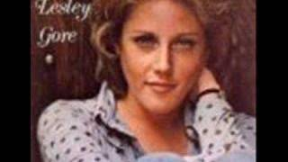 Watch Lesley Gore The Old Crowd video