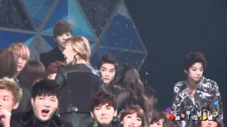 [111229] f(x) - Finding the seats @ SBS Gayo Daejun [FANCAM]