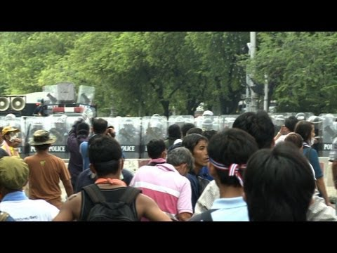 Tensions flare as protesters urge Thai PM to quit