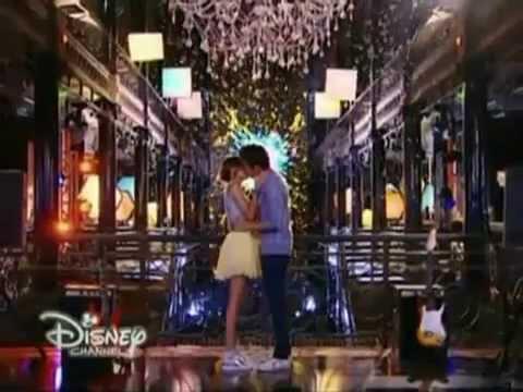Violetta 3 - Violetta y Leon cantan 'Descubrí' y se besan