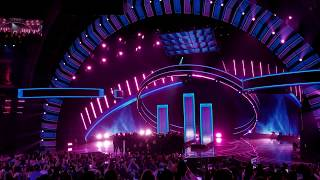 Latin AMAs 2018 - Maluma Mala Mia & Extraordinary Evolution Award Acceptance - Live Performance
