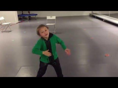 少女楽しいダンス Vika Rodionova
