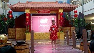 VJ Giselle Lomba Menyanyi Lagu Mandarin berjudul Gong xi Gong xie 恭喜恭喜, Universitas Kristen Petra