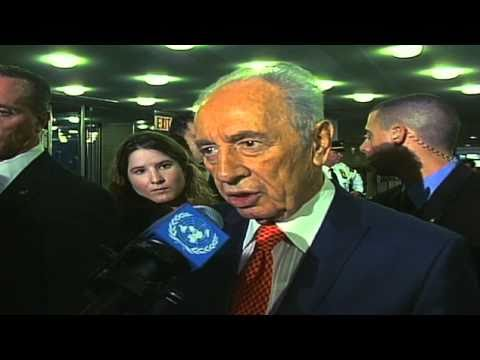 Peres: Ahmadinejad 'a living declaration against the UN'