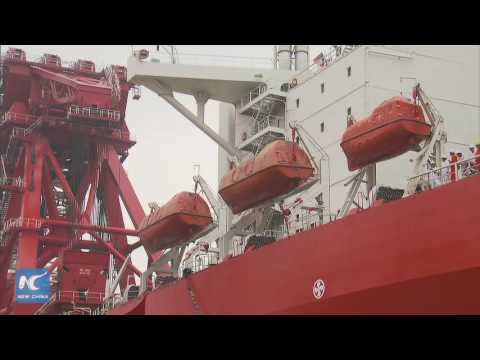 World's largest floating single crane ship delivered in Shanghai