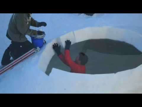 Nik on how to build your own Igloo / Iglu