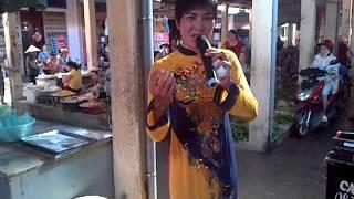 thằng bê đê mặc áo dài hát rong và nhảy múa tại chợ Hạ Long _ Thành Phố nam định