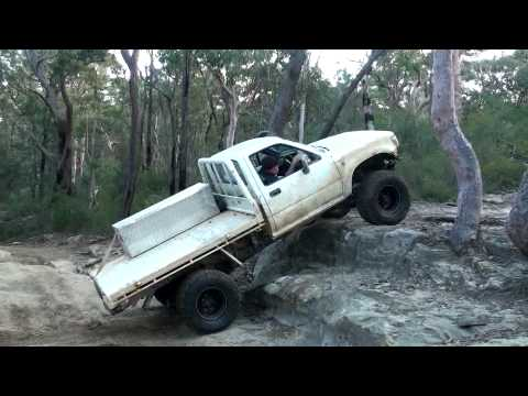 Solid Axle Toyota Hilux Single Cab Flexing Up On Rocks