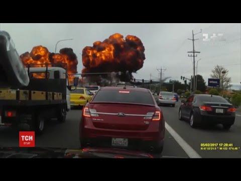 У США літак зачепив дроти і вибухнув просто в повітрі