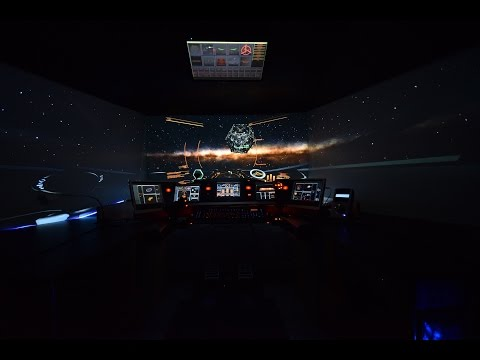 自宅に宇宙船のコックピットのようなプレイ環境を作る人