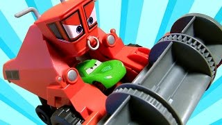 Trator Frank Comeu o Relâmpago McQueen | CARS Frank Color Changers Filme Disney Carros em Portugues