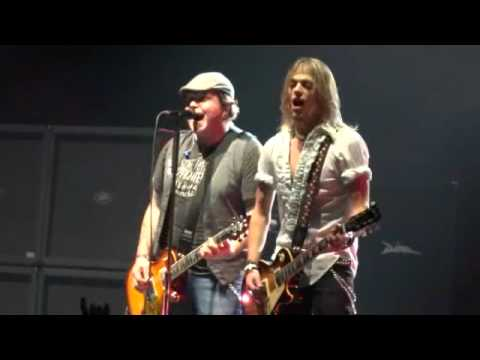 Black Stone Cherry - Rolling In The Deep