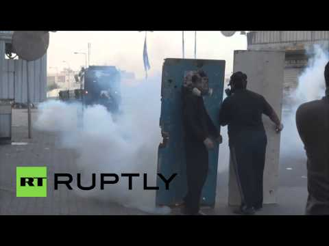Bahrain: Police unleash TEAR GAS on anti-gov protesters