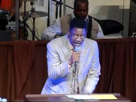Pastor Richard Lloyd sings with V2V Music Seminar Choir