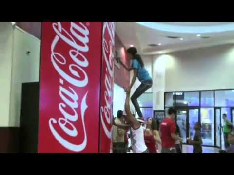 The Coca-Cola Friendship Machine Alternative Advertising Example klip izle