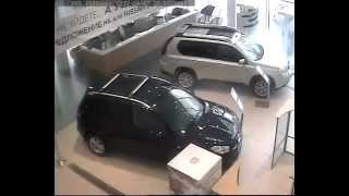 Инцидент в Пеликан-Авто (ВРАЧ ГРОМИТ САЛОН!)  07.04.12