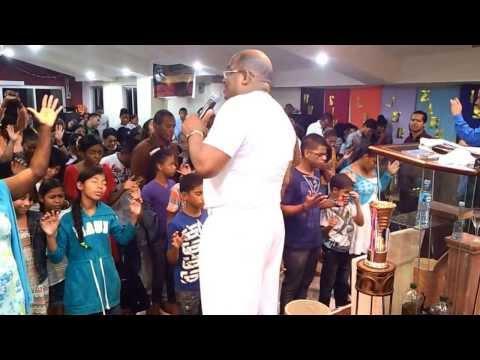 Pastor Victor David ministracion en panama