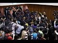 Video: Hundreds occupy parliament Taiwan,