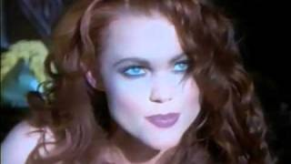 Watch Belinda Carlisle La Luna video
