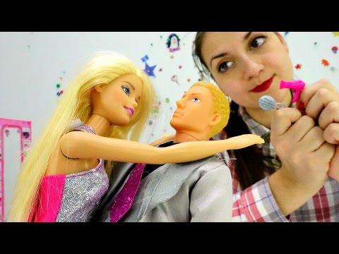 Одевалки: Барби и Кен выбирают наряд на новый год
