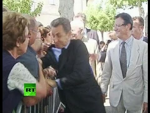 Sarkozy attack video: Man grabs French prez, nearly knocks him to ground