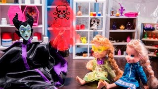 Elsa and Anna toddlers in MALEFICENT'S LAB making potions and experiments with barbie and Chelsea