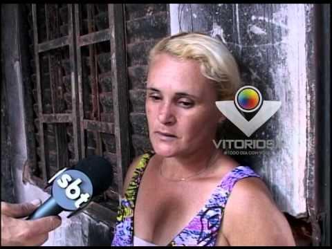 Curto-circuito incendeia casa e mulher pede ajuda