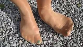 Im Stadtpark Feinstrumpfhose, pantyhose, nylon, feet, barefoot, stockings