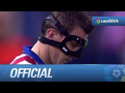 Mandzukic, wearing his mask, during Atlético de Madrid - Sevilla FC
