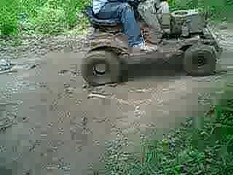tracter mud boggin Video