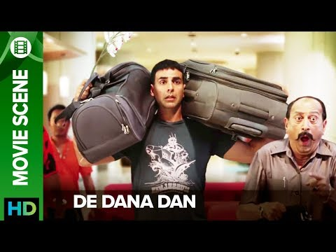 Akshay Kumar tries to escape from Tinnu Anand - De Dana Dan