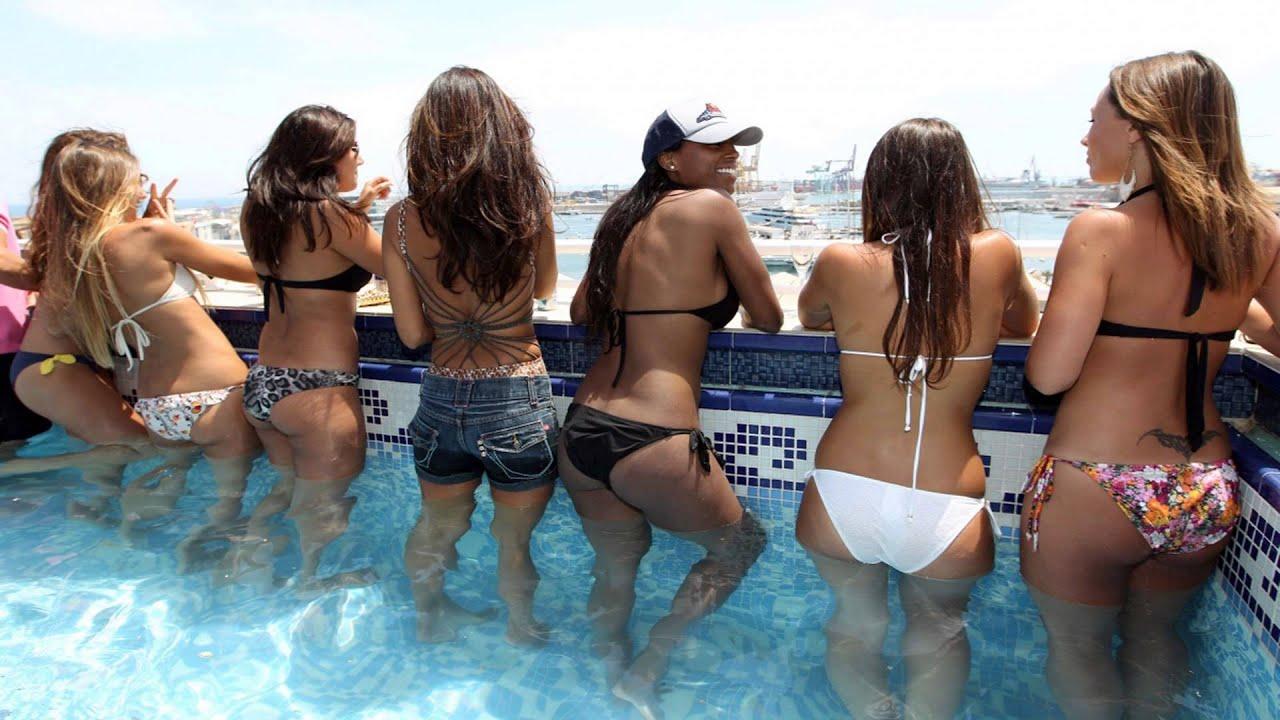 Фотографии девушек в купальниках со спины 15 фотография