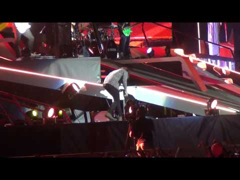 One Direction - What Makes You Beautiful - WWAT Porto Portugal...