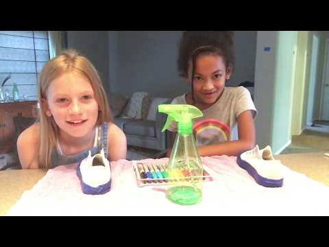 Tie-dying white canvas sneakers - Blooper Intro