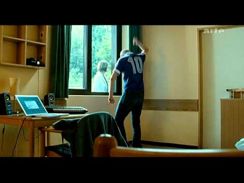 allez les bleues film berlin calling en fran ais de hannes stoehr avec paul kalkbrenner. Black Bedroom Furniture Sets. Home Design Ideas