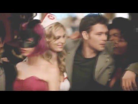 Клаус и Кэролайн - Я поднимаю руки, хочу тебе сдаться)))